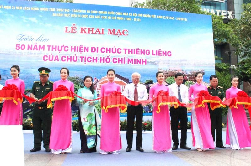 """Triển lãm """"50 năm thực hiện Di chúc thiêng liêng của Chủ tịch Hồ Chí Minh"""""""