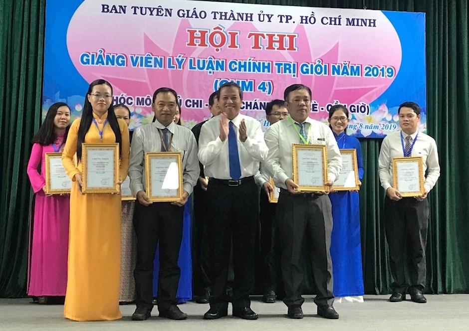 13 thí sinh tham dự Hội thi giảng viên lý luận chính trị giỏi cấp thành phố