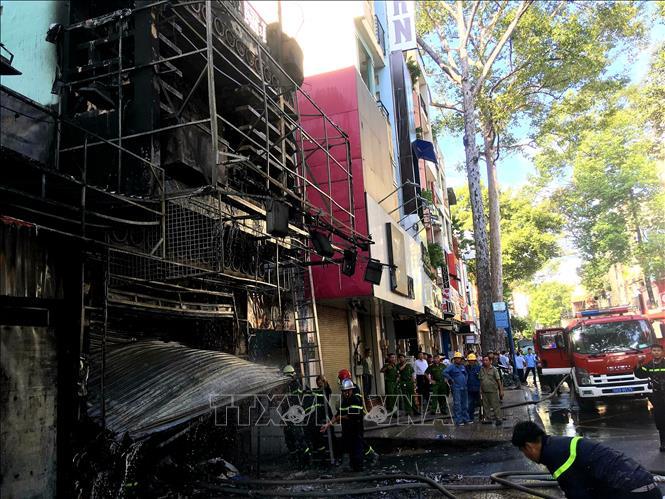 Giải cứu kịp thời 2 người trong vụ cháy tại ngôi nhà 4 tầng