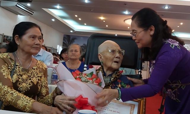 """Phong tặng, truy tặng danh hiệu vinh dự Nhà nước """"Bà mẹ Việt Nam anh hùng"""""""
