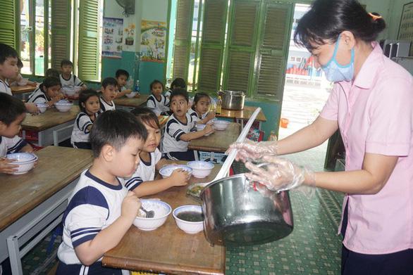 Tăng cường công tác y tế và an toàn thực phẩm trong trường học
