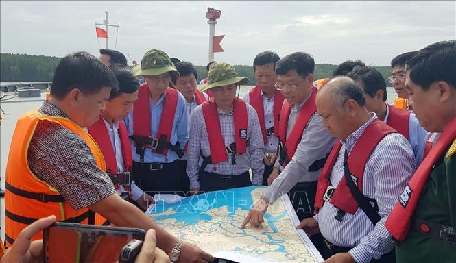 Vụ chìm tàu trên sông Lòng Tàu: Rà quét, tìm kiếm các container bị chìm