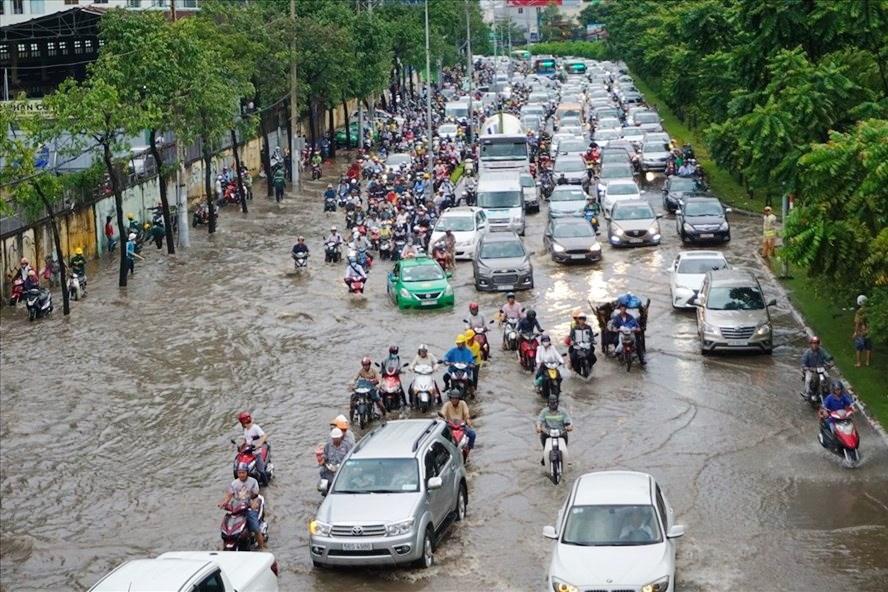 Gần 500 tỷ đồng nâng đường Nguyễn Hữu Cảnh