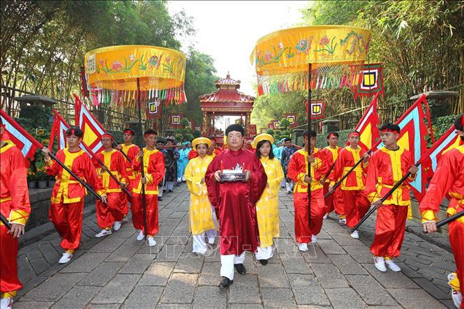 Tổ chức Lễ dâng cúng bánh tét lên Quốc tổ Hùng Vương