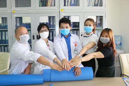 Ấm tình đồng nghiệp ngành y trong mùa dịch
