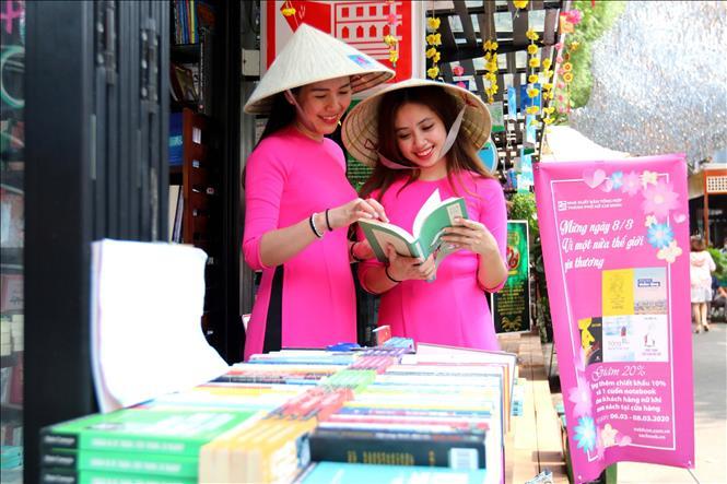 Đường sách TP Hồ Chí Minh với chủ đề Vì một nửa thế giới yêu thương