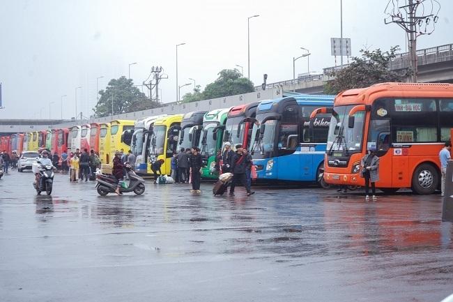 Tạm dừng toàn bộ xe trên 9 chỗ có điểm đi và đến Hà Nội và TPHCM