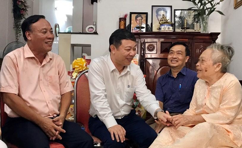 Lãnh đạo TP Hồ Chí Minh thăm các gia đình chính sách