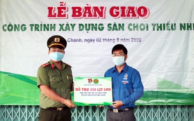 Tuổi trẻ Công an TP Hồ Chí Minh chung tay xây dựng nông thôn mới