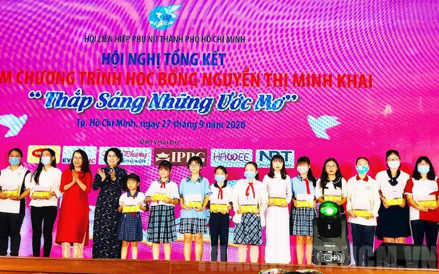 Trao 180 suất học bổng Nguyễn Thị Minh Khai cho học sinh, sinh viên có hoàn cảnh khó khăn