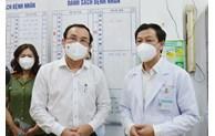 Bí thư Thành ủy TP Hồ Chí Minh Nguyễn Văn Nên thăm chiến sĩ công an mắc COVID-19