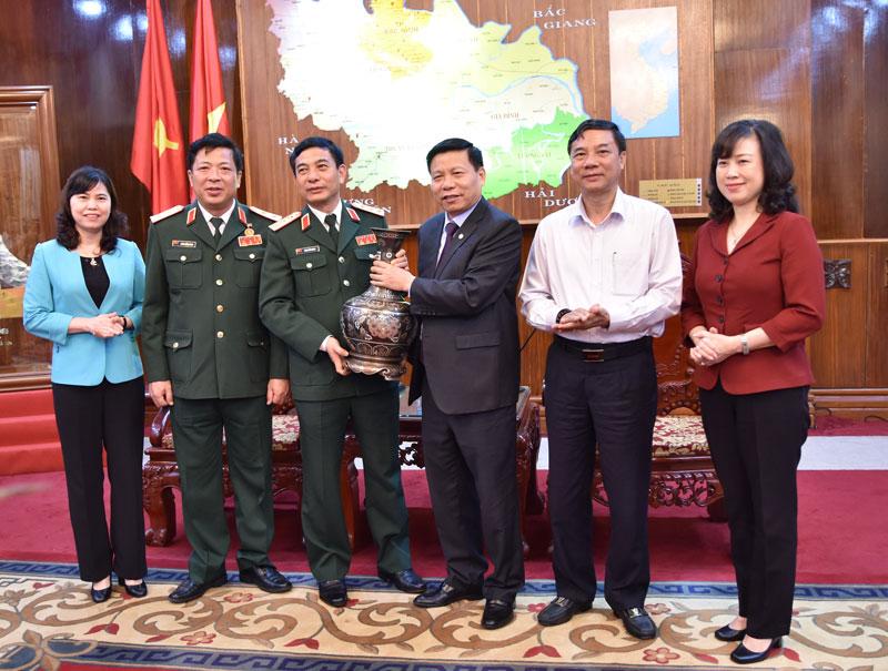Thượng tướng Phan Văn Giang, Tổng Tham mưu trưởng Quân đội nhân dân Việt Nam, Thứ trưởng Bộ Quốc phòng thăm và làm việc tại Bắc Ninh