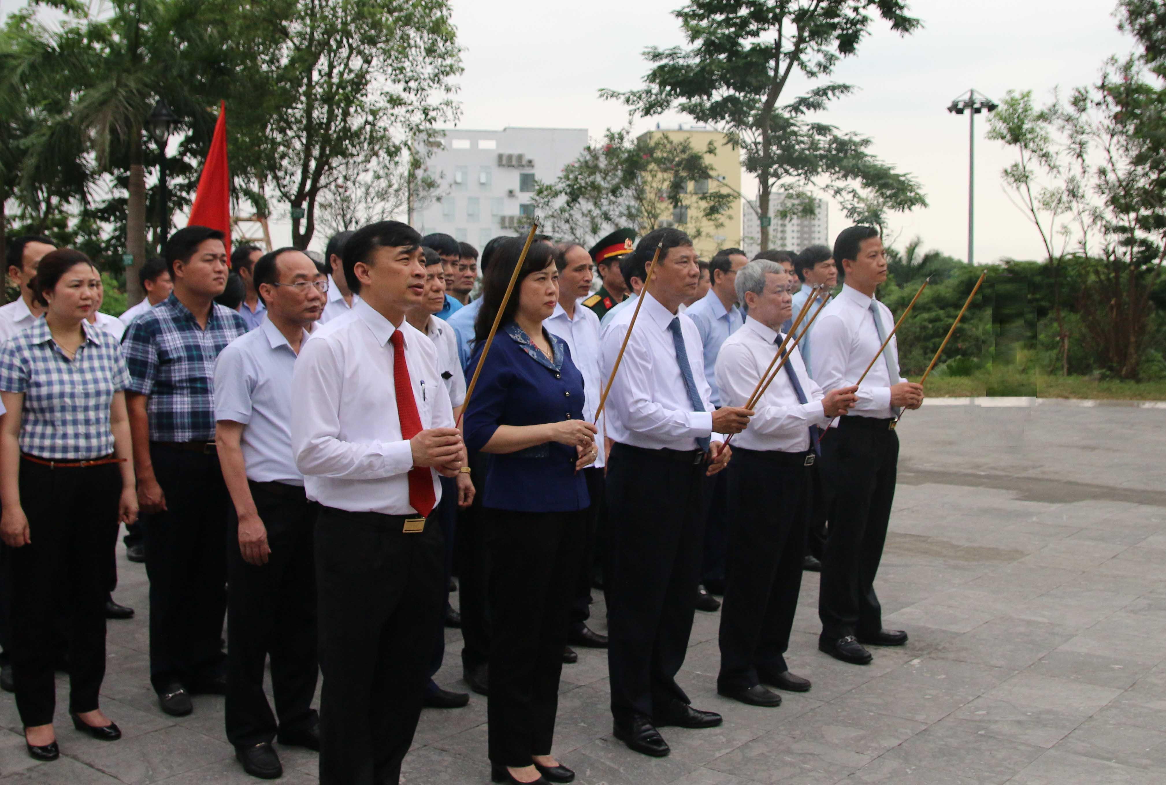 Dâng hương tưởng niệm nhân kỷ niệm 114 năm ngày sinh đồng chí Hoàng Quốc Việt