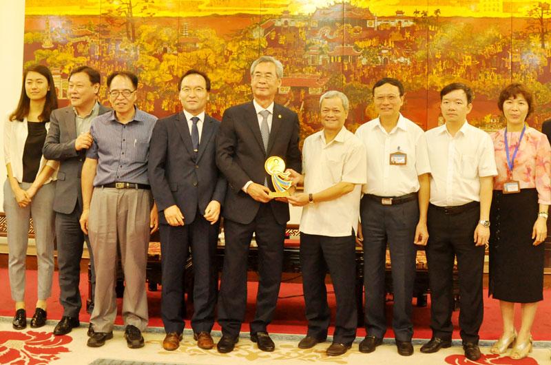Chủ tịch UBND tỉnh tiếp Hội xúc tiến du lịch các thành phố Châu Á- Thái Bình Dương và Hiệp hội hữu nghị Việt-Hàn
