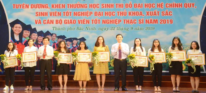 Thành phố Bắc Ninh: Khen thưởng hơn 200 học sinh, giáo viên xuất sắc và giáo viên tốt nghiệp Thạc sỹ năm 2019