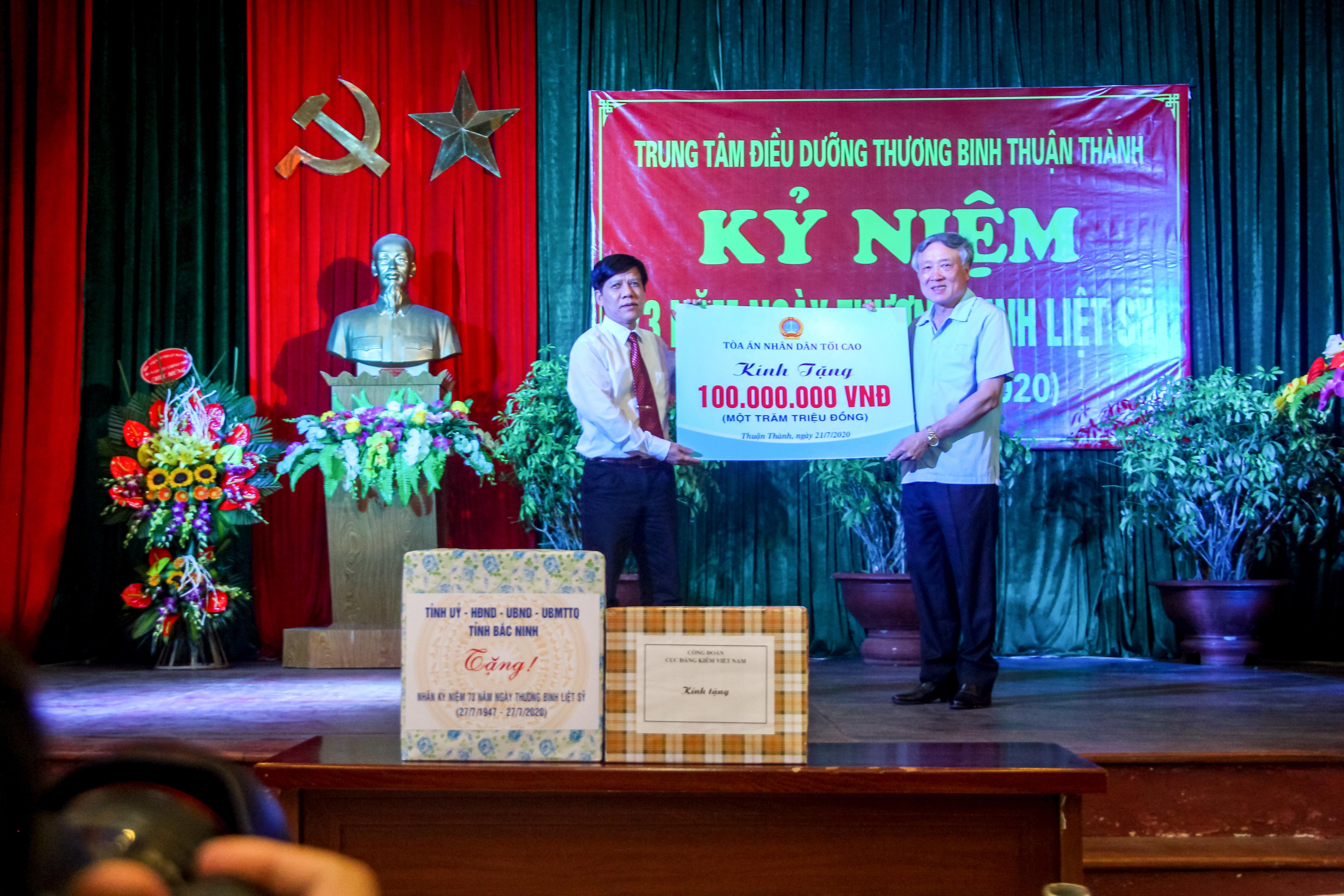 Chánh án Nguyễn Hòa Bình thăm Trung tâm điều dưỡng thương binh Thuận Thành