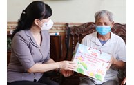 Thăm và tặng quà nạn nhân chất độc da cam/dioxin