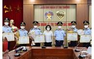 Khen thưởng các đơn vị có thành tích xuất sắc trong công tác phòng, chống buôn lậu, hàng giả