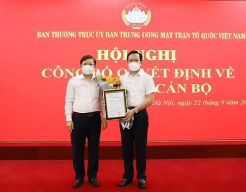 Trao Quyết định bổ nhiệm Thư ký Chủ tịch UBTW MTTQ Việt Nam