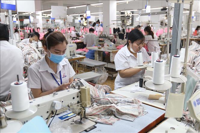 Dịch COVID-19: Công nhân và doanh nghiệp đồng hành vượt khó