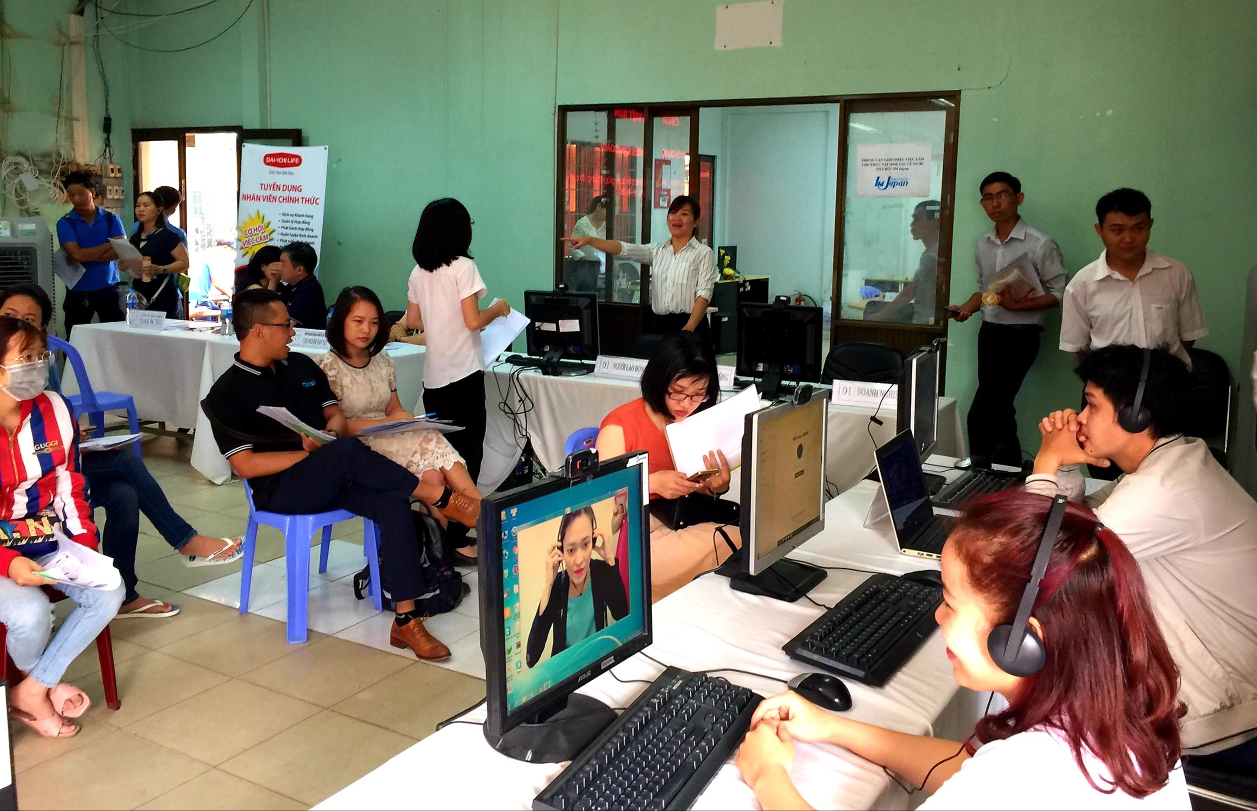 Đại dịch COVID -19 tác động đến thị trường lao động tại TP Hồ Chí Minh