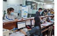 Người lao động được hỗ trợ mở thẻ ATM để nhận tiền từ Quỹ Bảo hiểm thất nghiệp