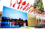 Đường phố rợp cờ hoa chào mừng Đại hội Đảng bộ TP lần thứ XVII