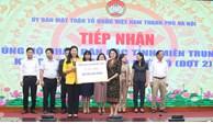 Hà Nội tiếp nhận hơn 14,2 tỷ đồng và 500 bộ quần áo ủng hộ nhân dân miền Trung