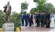 Lãnh đạo TP Hà Nội đặt hoa tưởng niệm tại Tượng đài V.I.Lê-nin