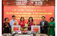 Tặng hơn 1.000 cuốn sách chào mừng Đại hội XIII của Đảng