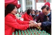 320 người dân Thủ đô được nhận quà từ Chợ Tết nhân đạo