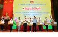 Hà Nội: Hơn 2 tỷ và 4.167 thiết bị học trực tuyến cho học sinh có hoàn cảnh khó khăn