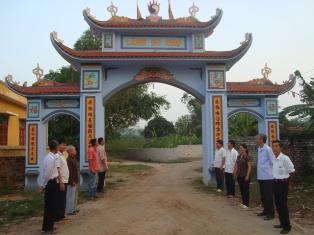 Làm đường giao thông nông thôn ở thôn Bo Chợ