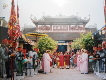 Độc đáo lễ hội cầu mưa ở Văn Lâm