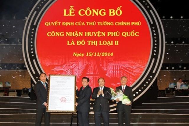 Phó Thủ tướng Nguyễn Xuân Phúc dự lễ công bố huyện đảo Phú Quốc là đô thị loại II