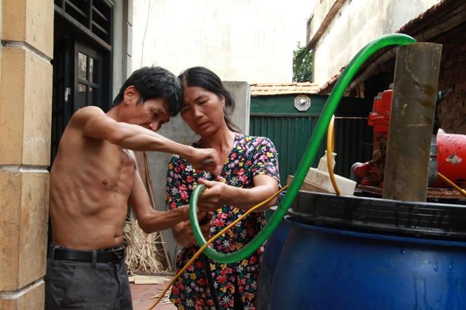 Hà Nội: Hàng ngàn người dân mong mỏi dòng nước sạch