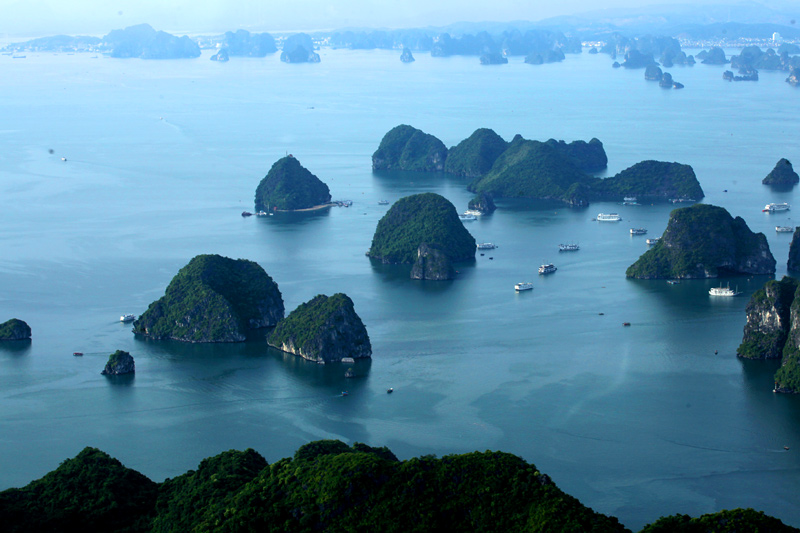 "Italian newspaper - ""From above, Ha Long is strangely beautiful"""