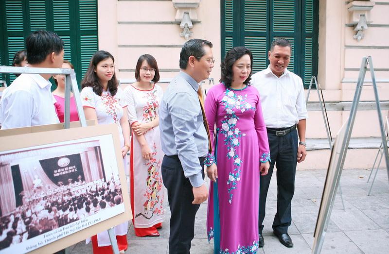 Triển lãm 70 bức ảnh tư liệu quý về thành tựu rực rỡ của Thủ đô