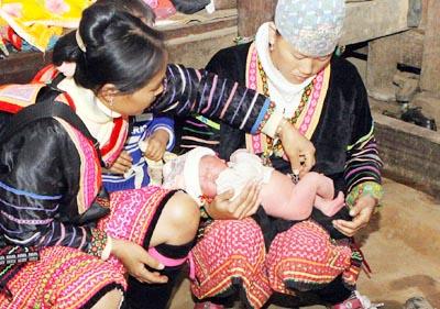 Tăng cường chăm sóc sức khỏe bà mẹ và trẻ sơ sinh