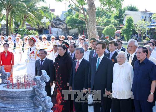 Dâng hương tưởng niệm cố Tổng Bí thư Nguyễn Văn Linh